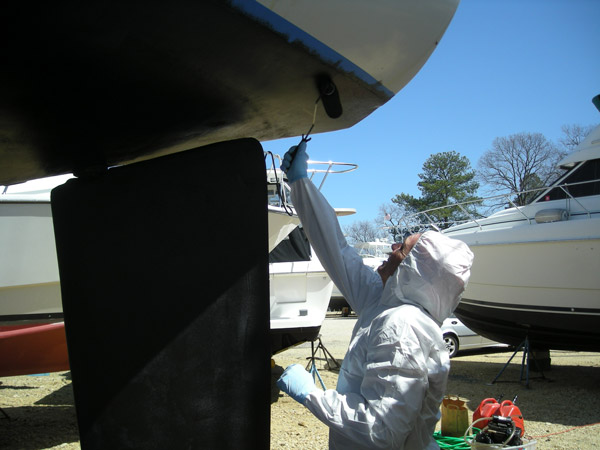 Applying bottom pain on fiberglass boat
