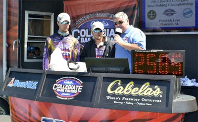 Photo of 2013 BoatUS Collegiate Bass Fishing Chmapionship winners on stage