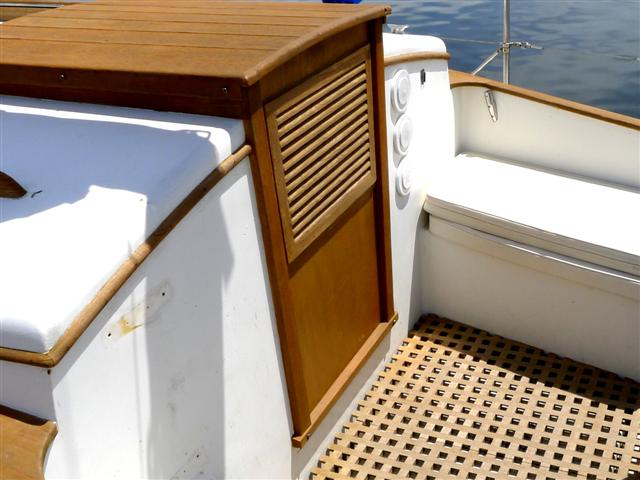 Teak care boattech boatus in clean air untreated teak weathers to an attractive ash gray but where most boats live the assault of modern day air pollutants quickly turns bare teak solutioingenieria Image collections