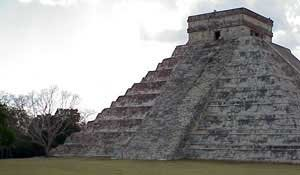 Photo of Pyramid of the Serpent at Chichén Itzá