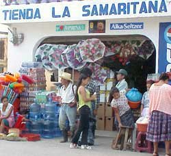 Photo of the busy tienda La Samaritana in Fronteras