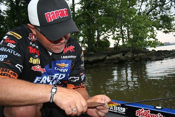 Photo of Dave Lefebre tuning an Arashi lure
