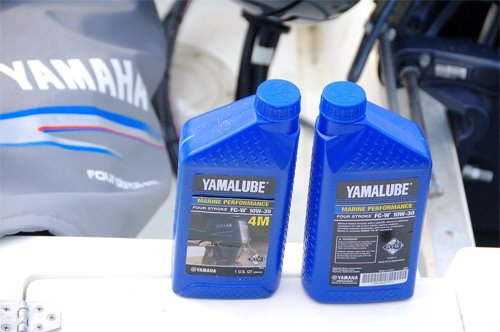 Photo of 4-stroke marine engine oil