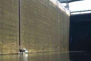 Photo of locking through on the Tennessee River