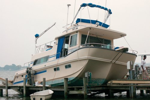Boat-Lift Blues And Falling Boats - BoatUS Magazine