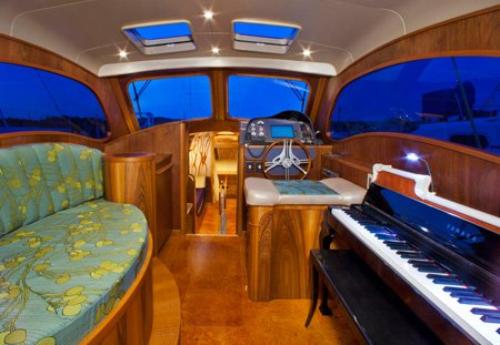 Photo of the electric Yamaha player piano nestled to Lionheart's Concerto's starboard