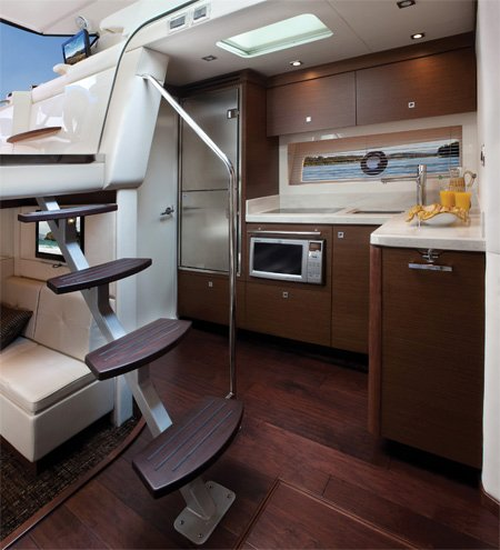 Photo of Sea Ray Sundancer 410 interior