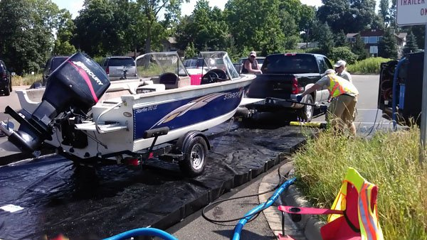 Photo of a mobile boat-decontamination trailer