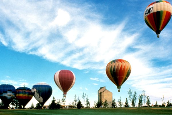 Photo of ballon rides over the midwestren countryside
