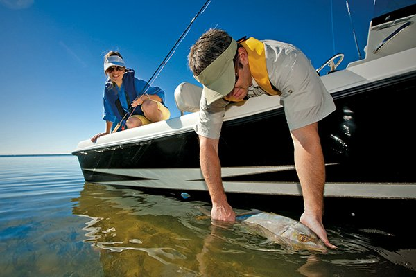 How To Install A Fishfinder - BoatUS Magazine