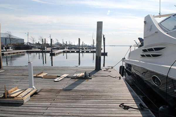 Photo of boat getting ready to leave Brewer's Yacht Haven West