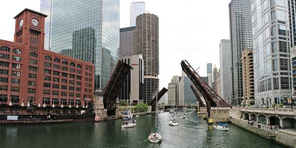 Photo of boats ply the busy Chicago River