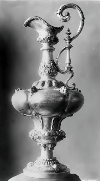 Photo of the America's Cup trophy