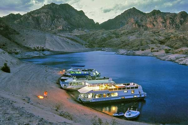 Photo of houseboats anchored along a beach on Lake Mead
