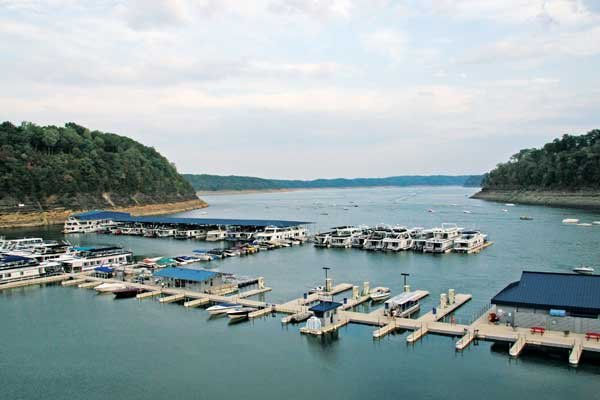 Photo of marina along Lake Cumberland