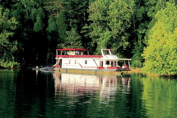 Photo of 70-foot houseboat on Norris Lake in Tennessee
