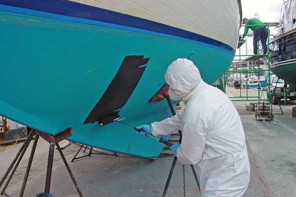 How to bottom paint a boat