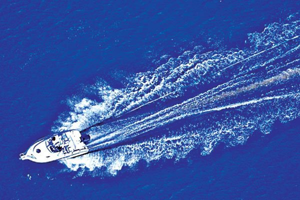 Aerial photo of a powerboat