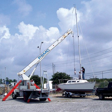 Photo of removing mast from a sailboat