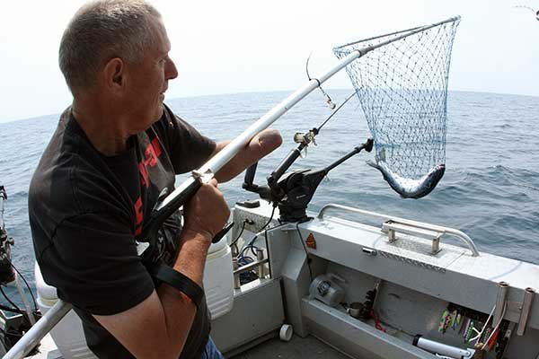 Photo of ergonomic handle on fishing net
