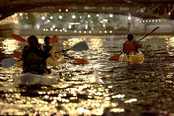Photo of kayaking the Chicago River at night