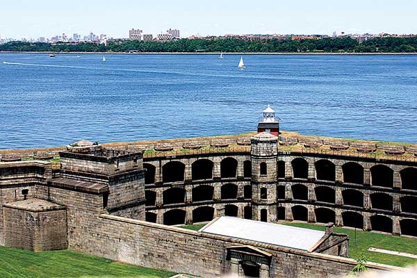 Photo of Fort Wadsworth Lighthouse