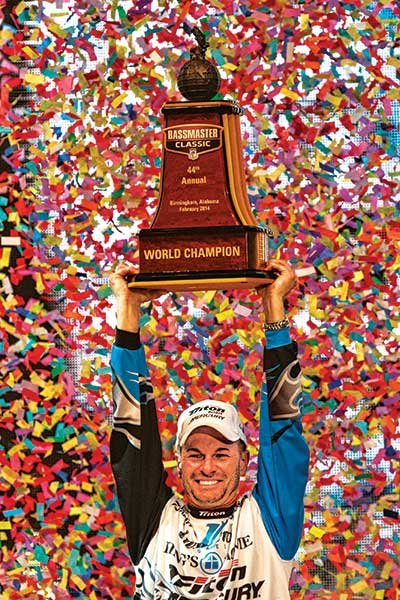randy-howell-with-trophy.jpg