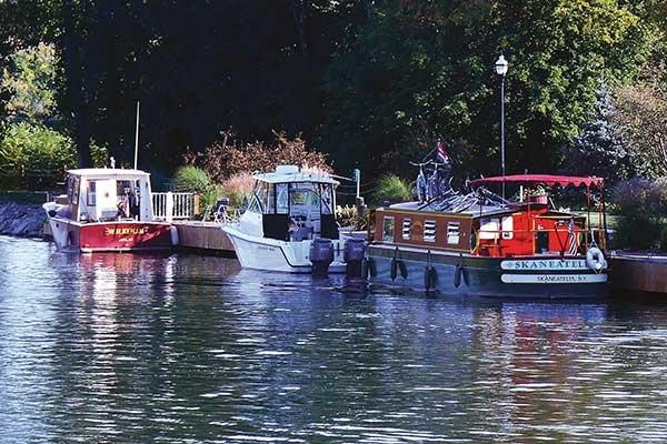 Trailerboat Cruising On The Erie Canal - BoatUS Magazine