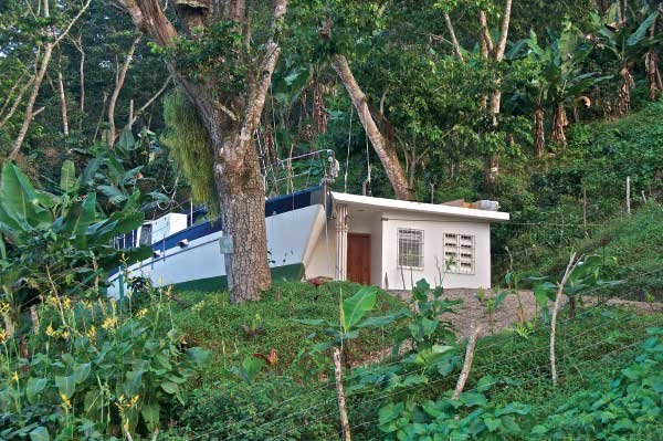 Photo of a houseboat perched in her new home 2,300 feet above sea level in the DR