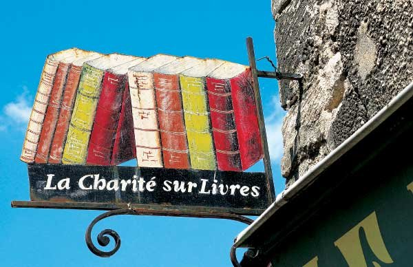 Photo of a French book shop sign