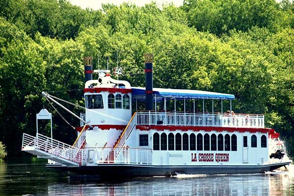 Photo of the La Crosse Queen paddleboat cruising the river