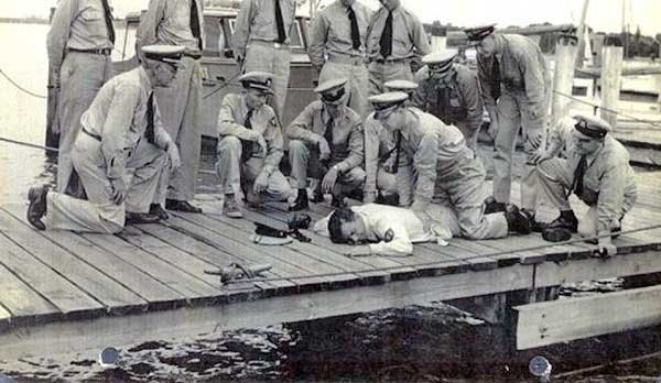 Photo of reservists practicing artificial resuscitation