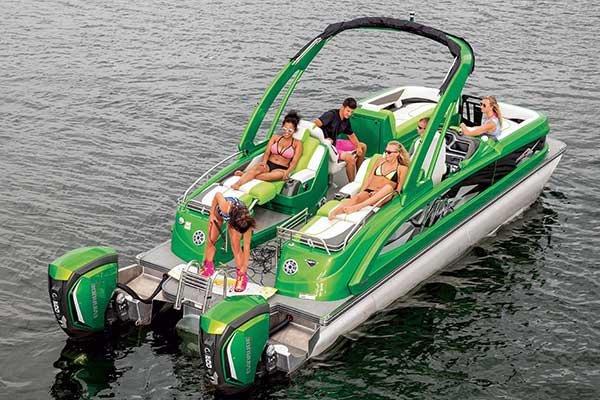 Pontoon Boats - BoatUS Magazine