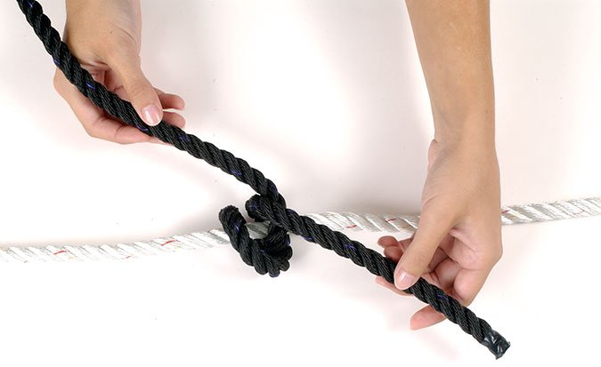 Rolling hitch knot step 2