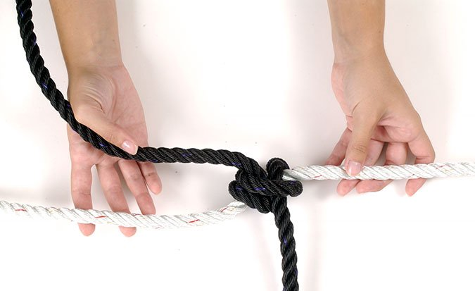 Rolling hitch knot step 4