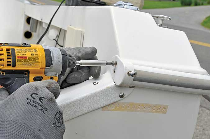 Easy Rubrail Replacement - BoatUS Magazine