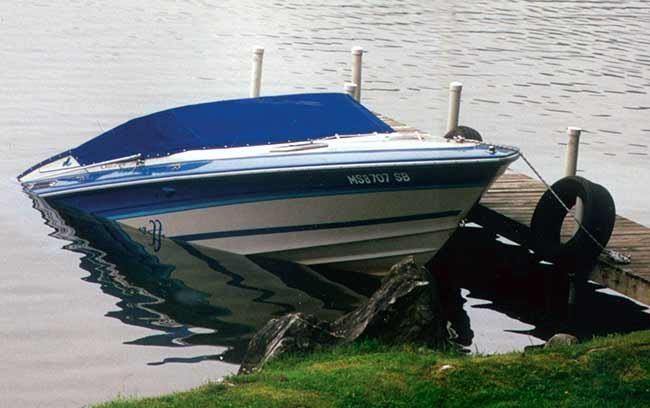 Powerboat sinks while tied to dock