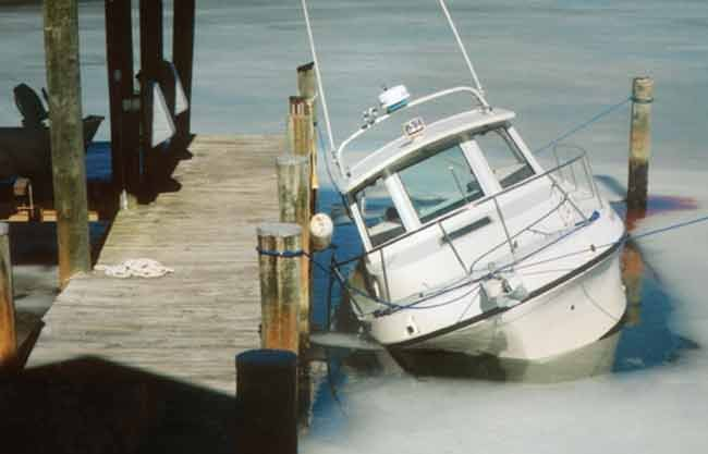 Powerboat sinking while tied to a dock