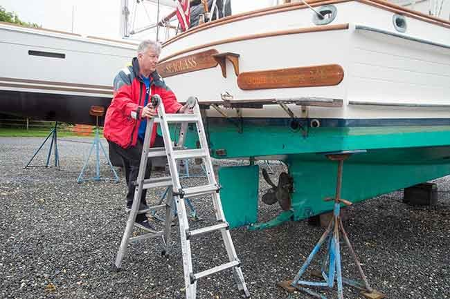 Climbing ladder to inspect boat