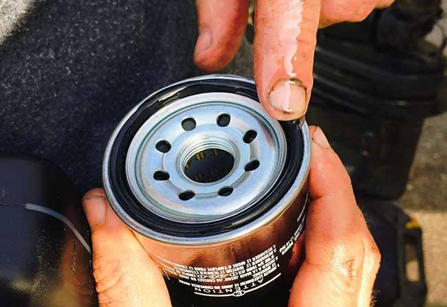 Oiling o-ring on new oil filter