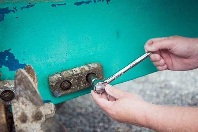 Replacing anodes