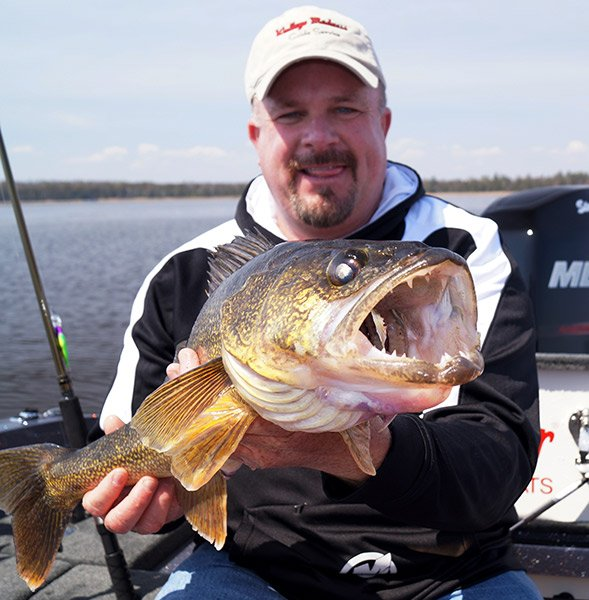 Photo of Steve Paulsen with a Green Bay walleye
