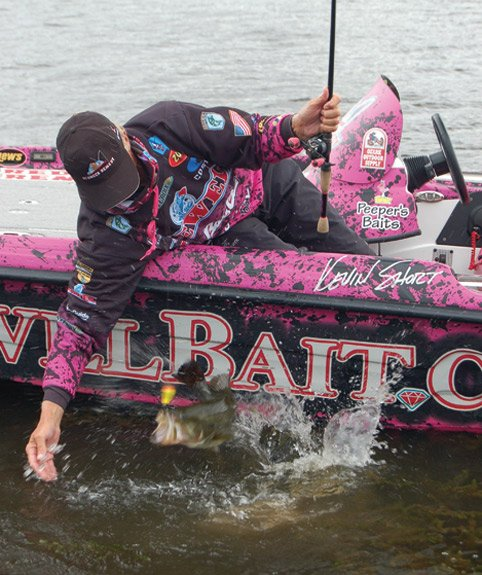 Photo of Bassmaster Pro Kevin Short reeling in a bass