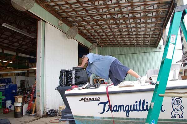 Photo of a skilled worker from Lelands Marine working on Mako