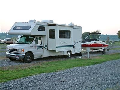 photo of BoatUS Member Wayne Cook's motorhome and boat