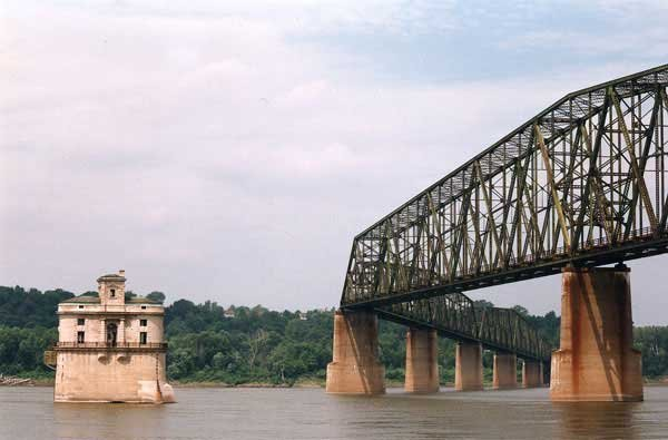 Photo of the Chain of Rocks bridge