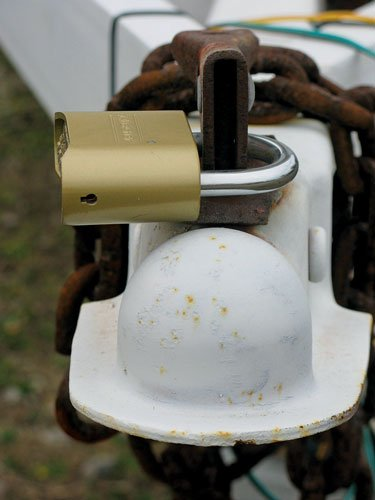 Photo of a locked trailer tongue