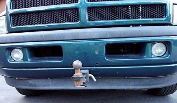 Photo of a class 3 hitch on the front of a two-wheel-drive tow vehicle