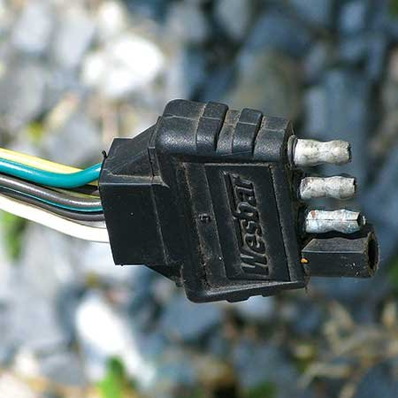Photo of a trailer plug with damaged connector