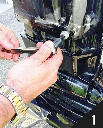 How To Change Boat Engine Oil - Trailering - BoatUS Magazine